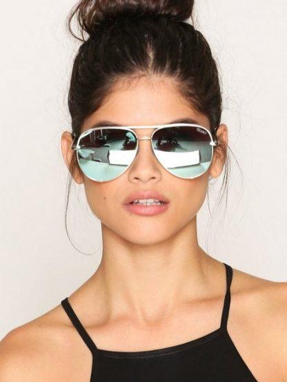Quay High Key Silver/silver, solbrille fra Quay Australia – Mio Trend