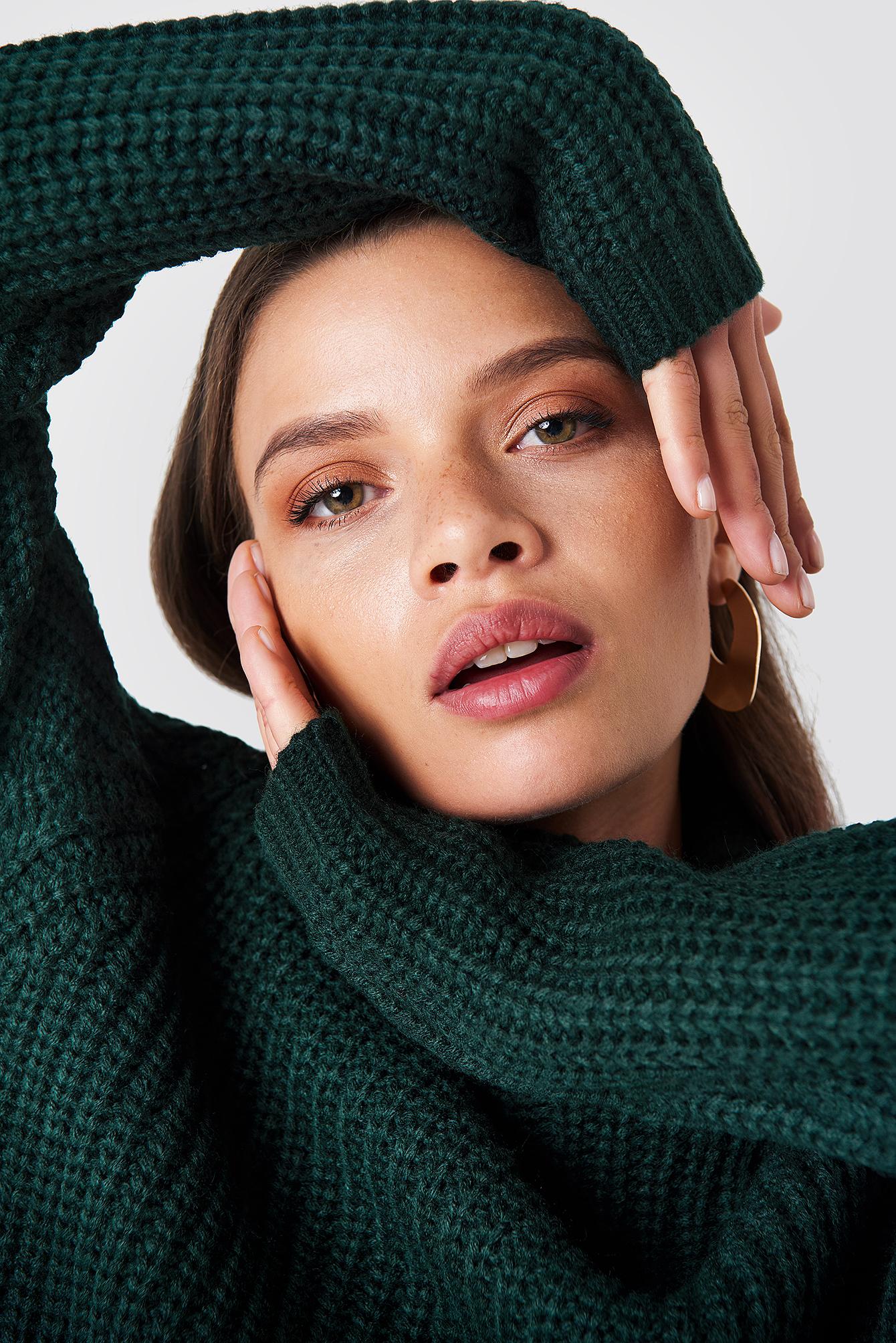 fdbcda79 grønn genser fra Rut & Circle, mørk grønn strikkegenser med høy hals
