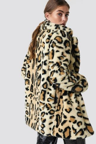 Fuskepelsjakke i leopard