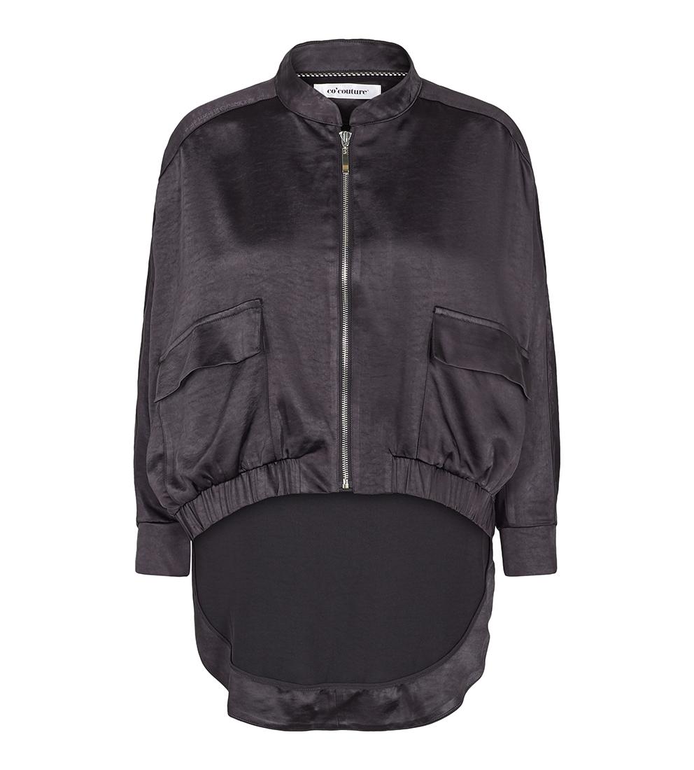 c37c8356 Sort jakke i sateng. Caridgan i blank sateng som er kort i front og ...