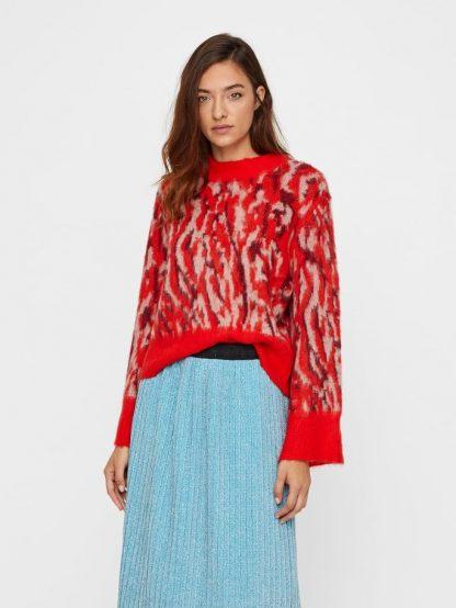 rød strikkegenser med mønster