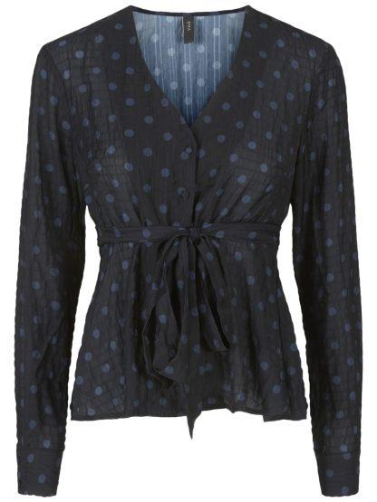 Sort bluse med prikker – Y.A.S sort topp med prikker Yaslura  – Mio Trend