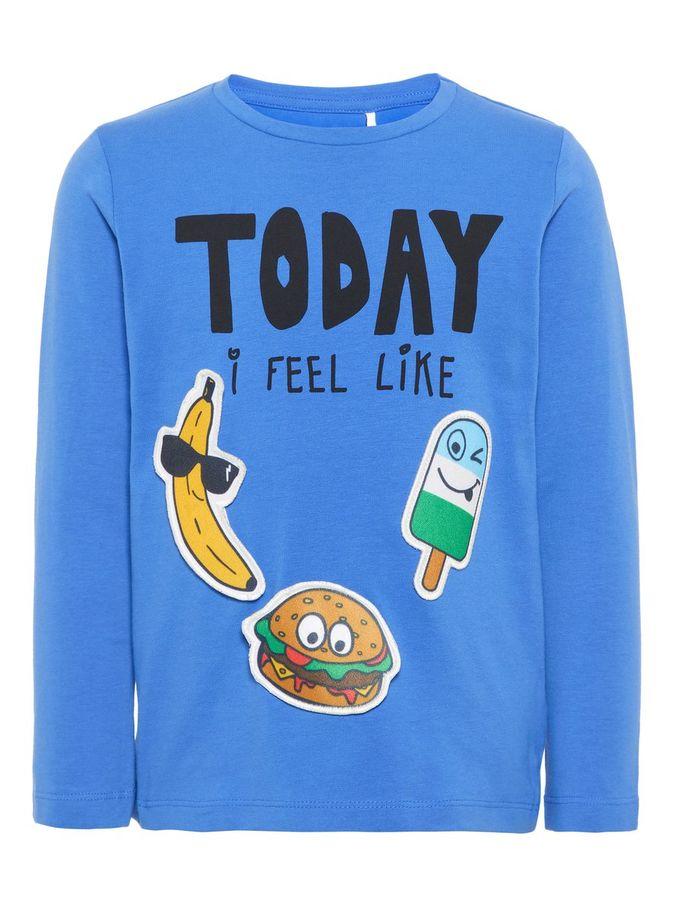 blå genser med merker til å ta av!