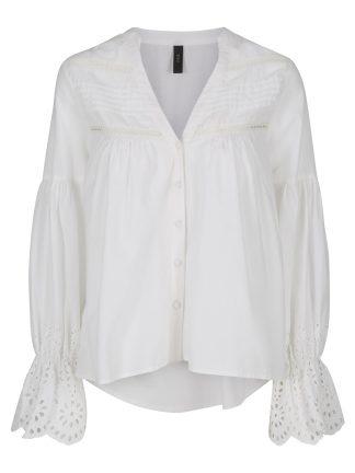 Hvit bluse med blonder