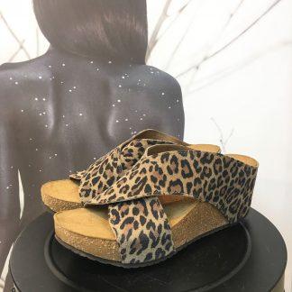 Leopard sandal med kilehel