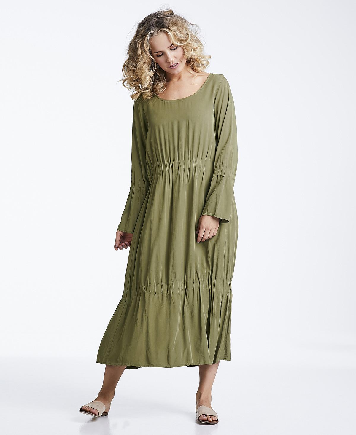 Line of Oslo grønn kjole med lang armer. Ester armygrønn kjole.