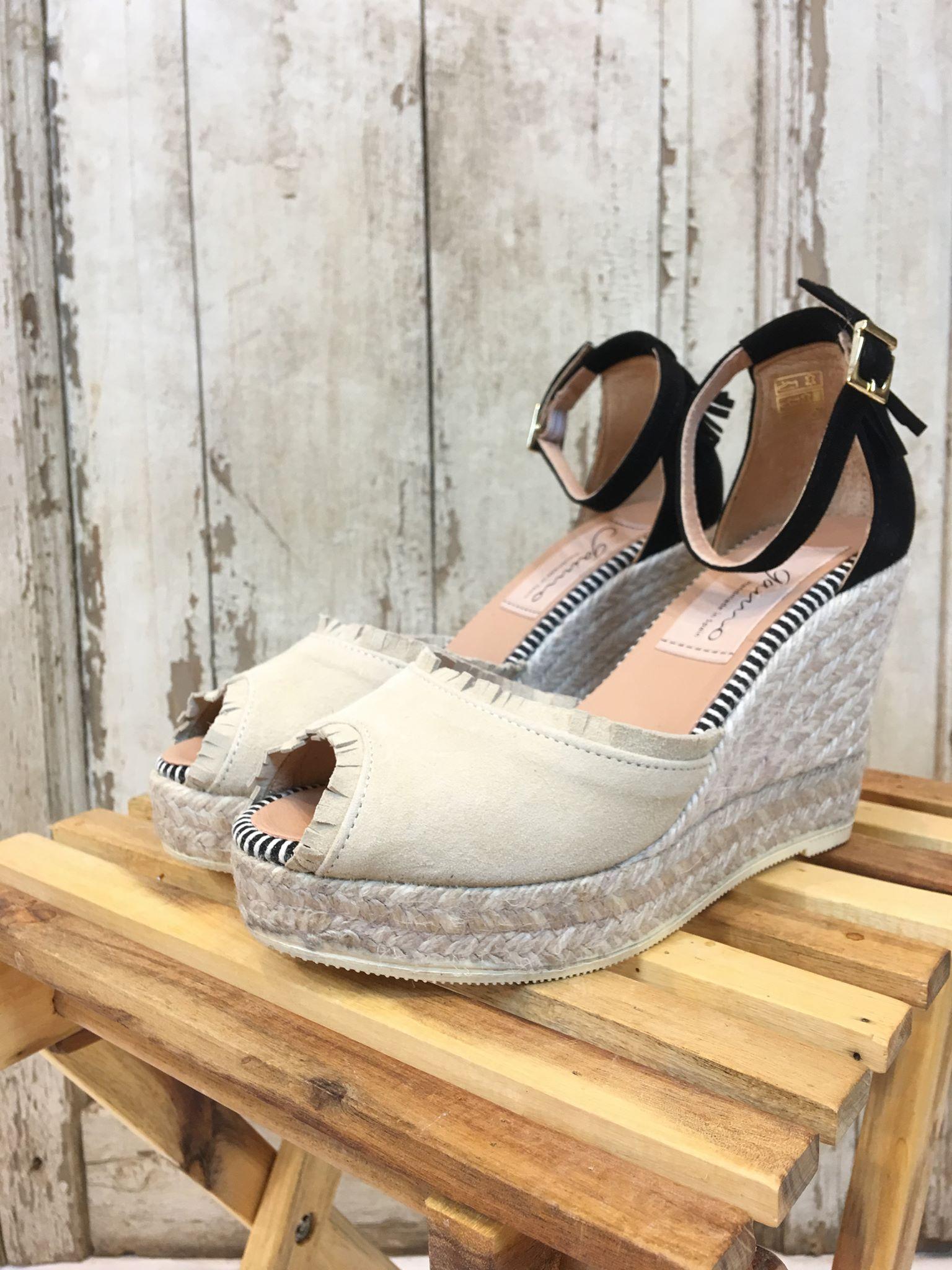9068a613 Gamio sandaler kilehel. Beige kilehelsandaler i baskt, beige og sort.