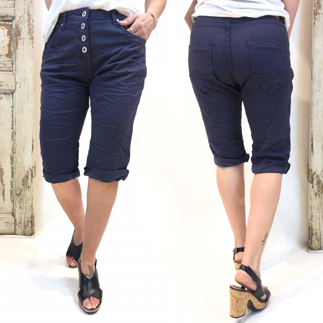 marineblå shorts