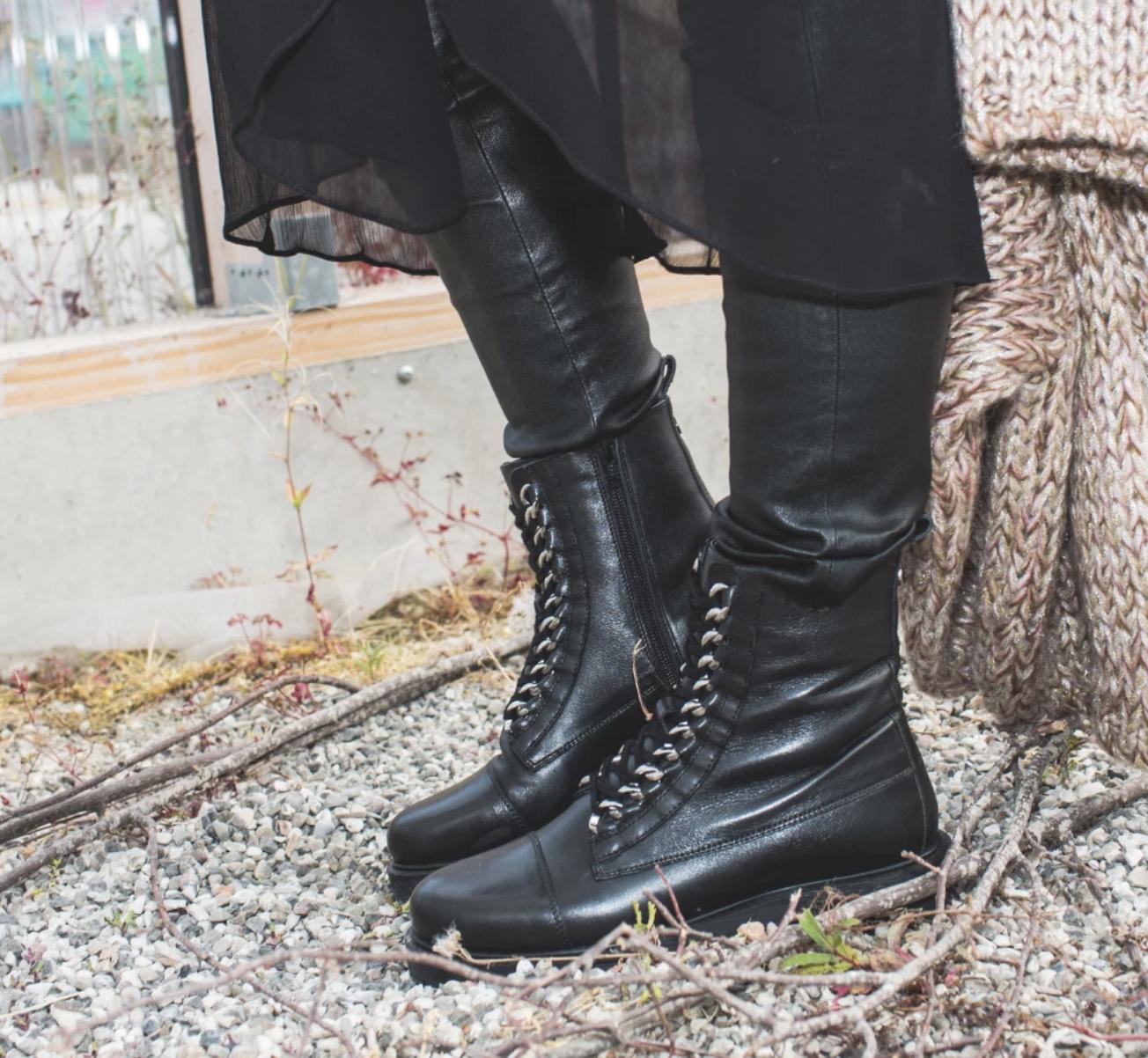 sort høy snørestøvlett med vinterfòr MioTrend