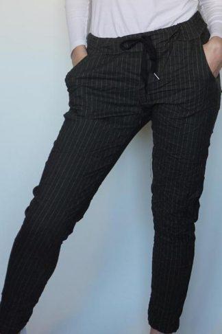 Pepper Tindra bukse, grå med striper.
