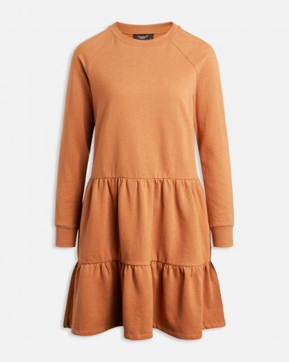 Sisters Point kjole okergul – Sisters Point okergul collegekjole Petra – Mio Trend
