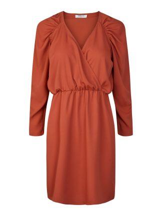Rød kjole puffermer