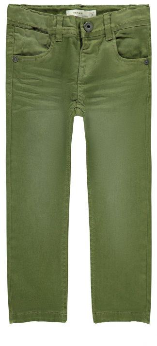 Grønn bukse gutt