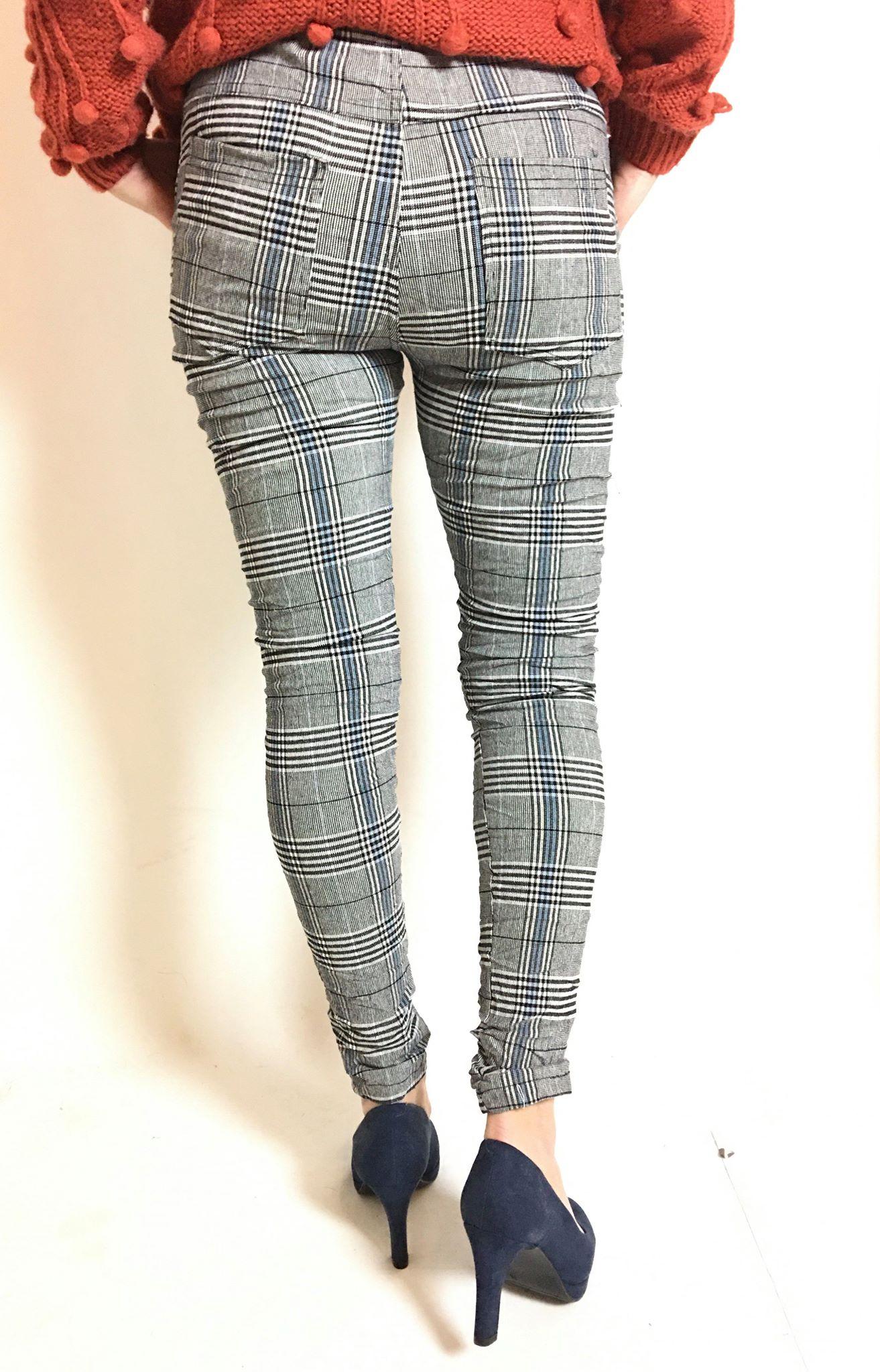 Tindra bukse sort med blå ruter MioTrend