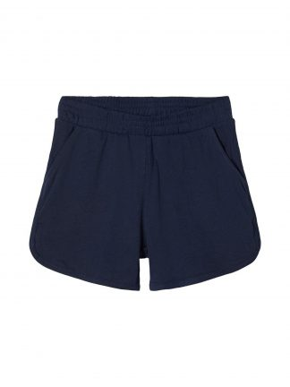 Blå shorts jente