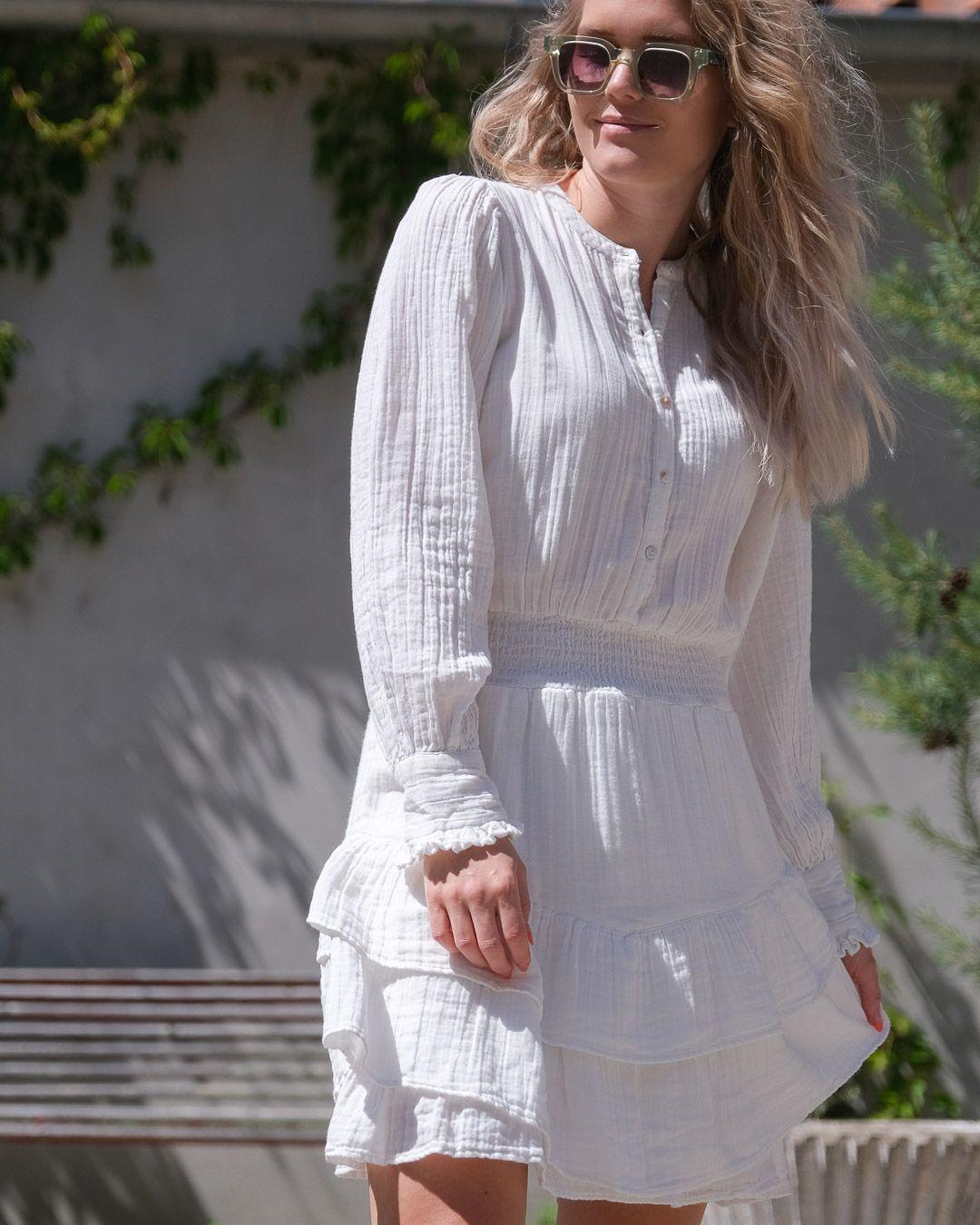 Neo Noir hvit kjole