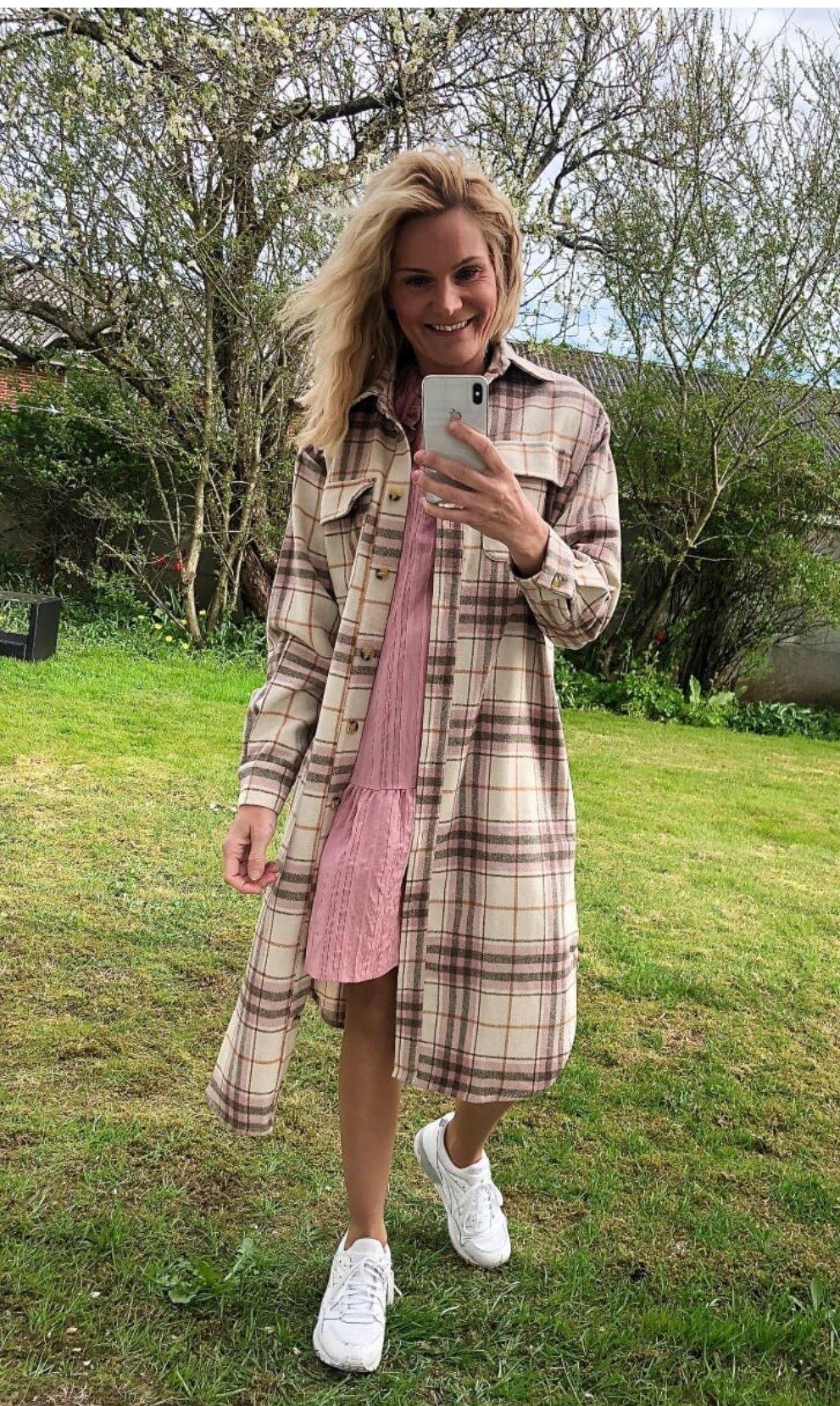 A-View lang rutete skjorte rosa Stine – Mio Trend
