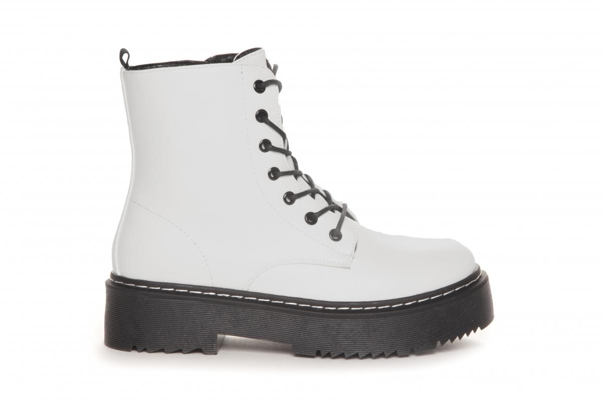 Hvite boots Duffy