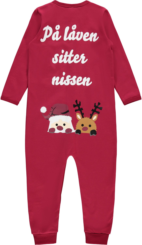 """Rød julepysj til barn – Nattøy julepysjamas """"På låven sitter nissen!"""" – Mio Trend"""