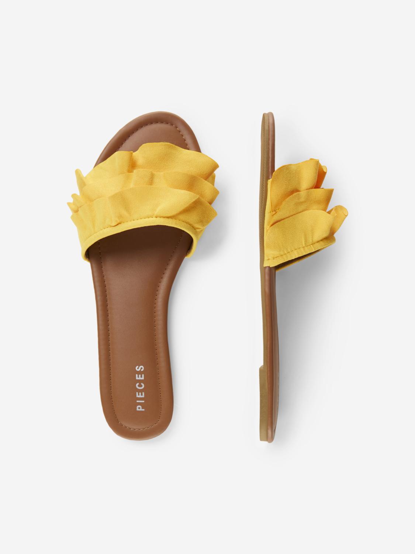 Gul sandal fra Pieces