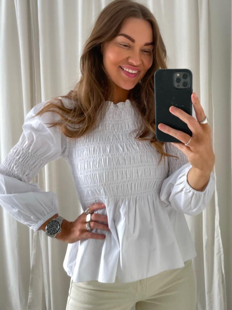 Karo hvit bluse By IC – By IC Karo hvit smock bluse – Mio Trend