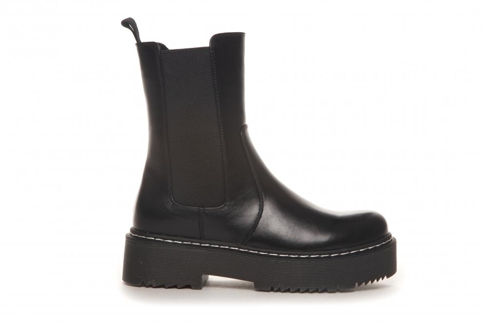 Sorte boots med hvite sømmer